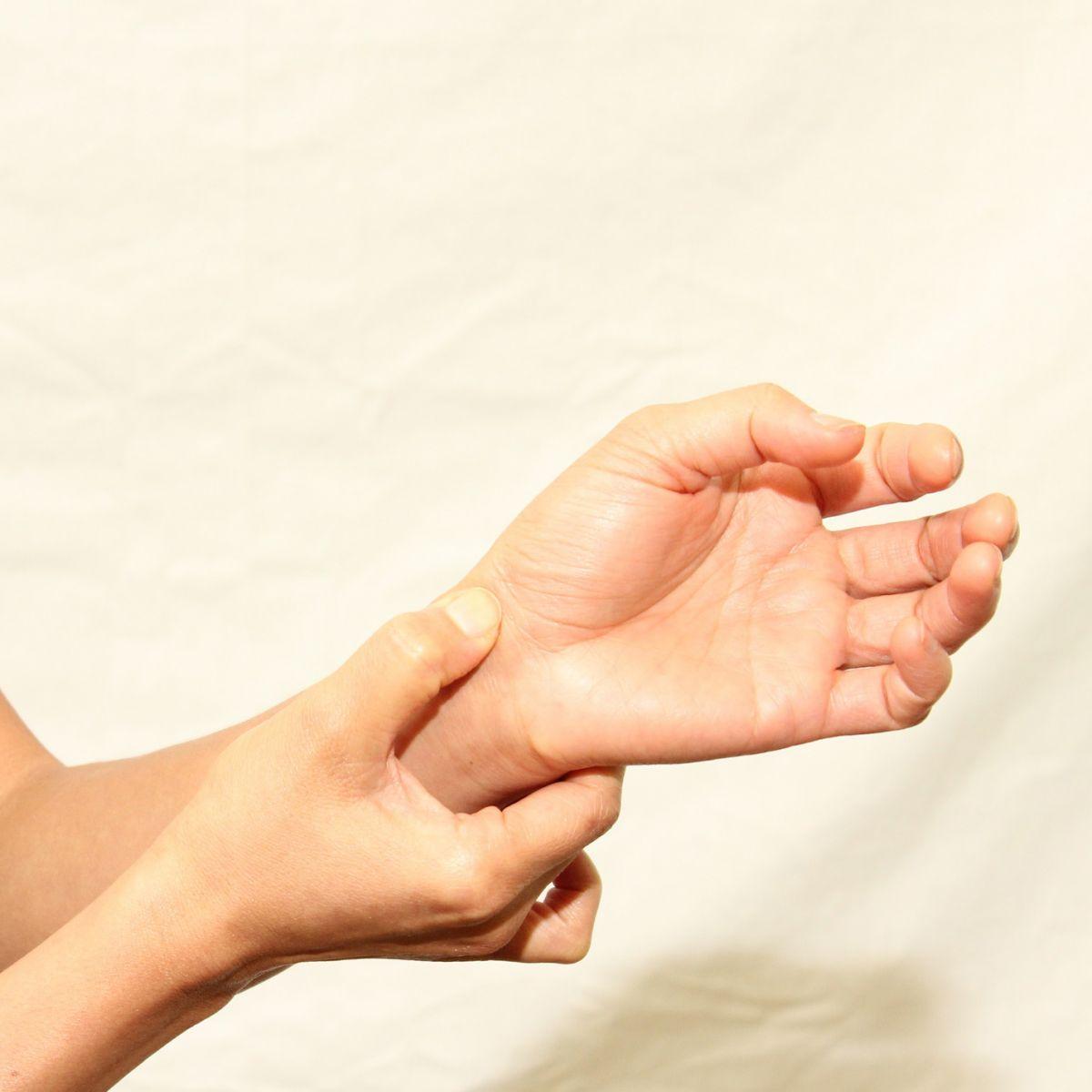dureri la încheietura mâinii în timpul efortului durerea în articulația șoldului dă în inghinale