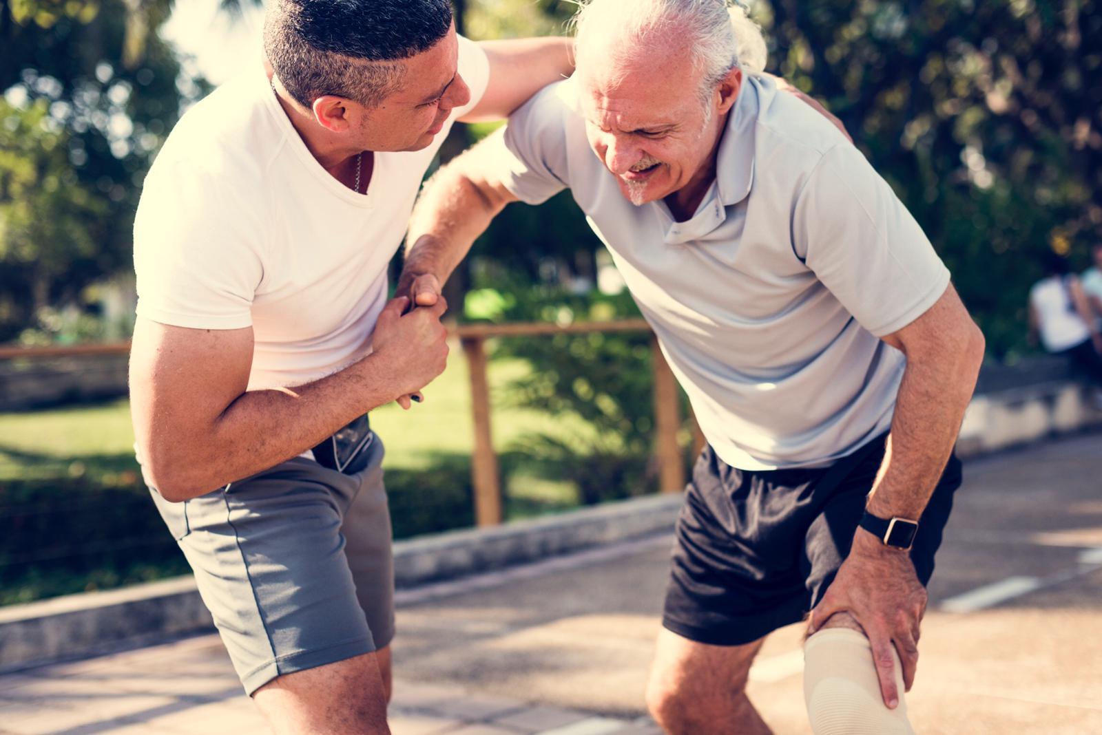 artroza complicațiilor articulației genunchiului articulațiile coatelor și genunchilor doare