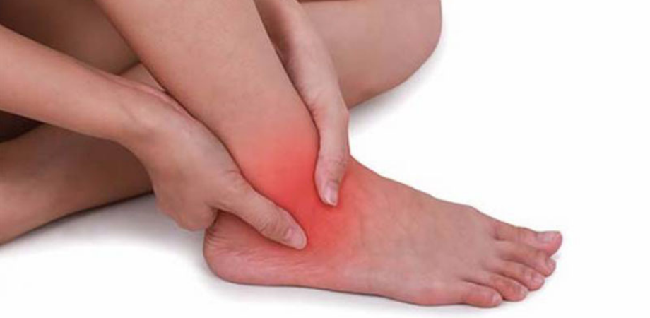 durere la gleznă și călcâie durere din diprospan în articulații